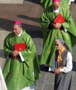 3-octobre-2004-beatification-du-bienheureux-pierre-vigne-a-rome