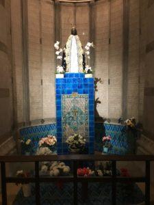 Notre-Dame d'Afrique, la dernière arrivée en l'église basse_c